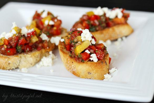Sweet Pepper Bruschetta by thislilpiglet.net #HolidayAppetizers