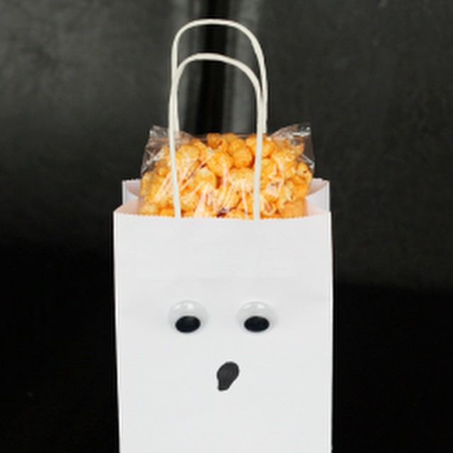 Last minute easy #Halloween treat bags on the blog today; I call them Boo Bags!
