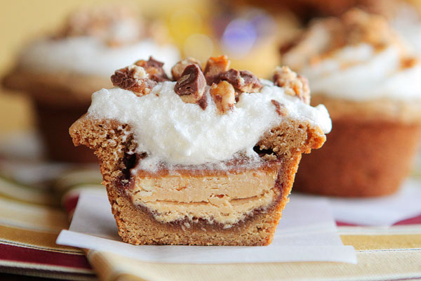 frosted-candy-bar-stuffed-cookie-cups-20a