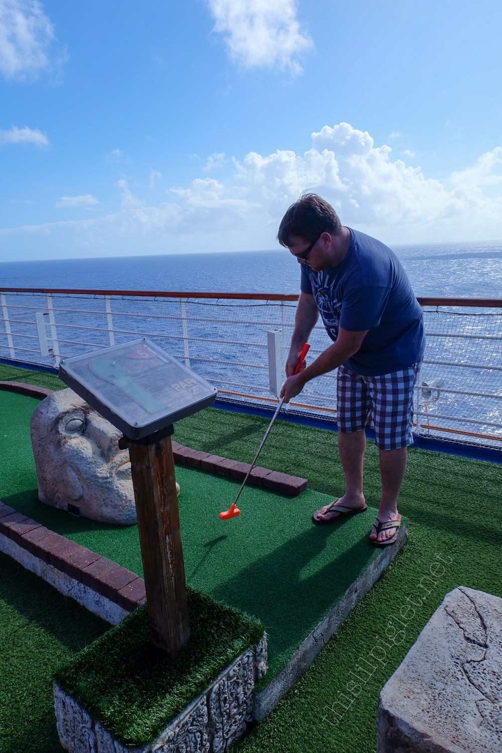 First Cruise Tips for Couples: Carnival Conquest Mini Golf // thislilpiglet.net