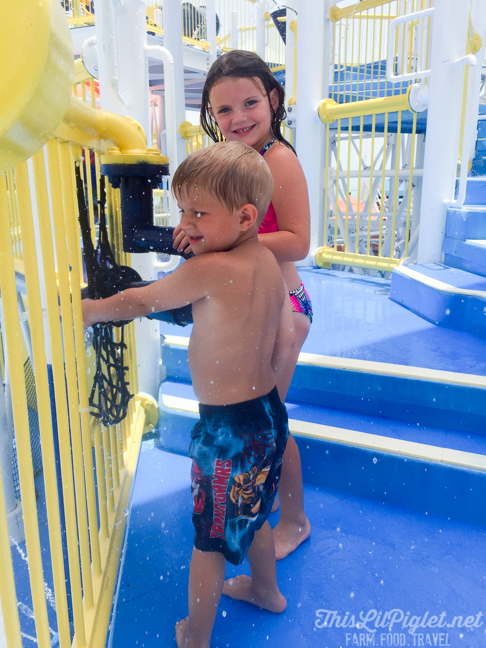 First Family Cruise Tips on the Carnival Magic: Waterworks Playground // thislilpiglet.net