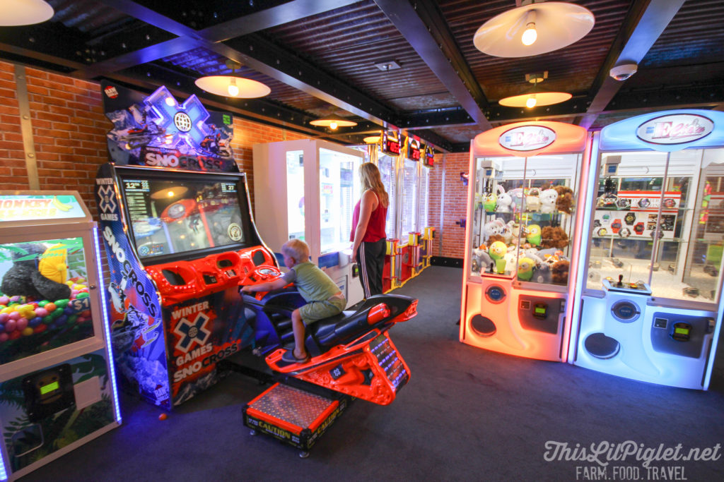 First Family Cruise Tips on the Carnival Magic: Teen Arcade // thislilpiglet.net