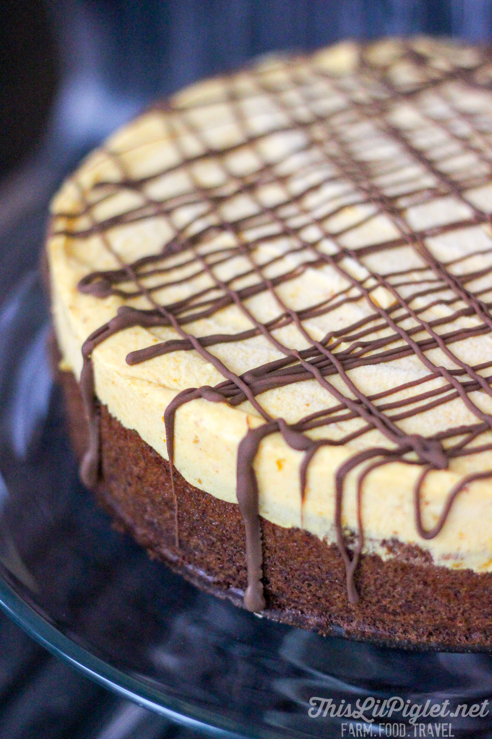 Brownie Pumpkin Cheesecake {No-Bake} // via @thislilpiglet