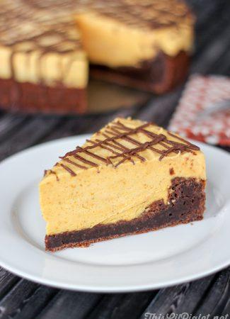 Brownie Pumpkin No-Bake Cheesecake // @thislilpiglet