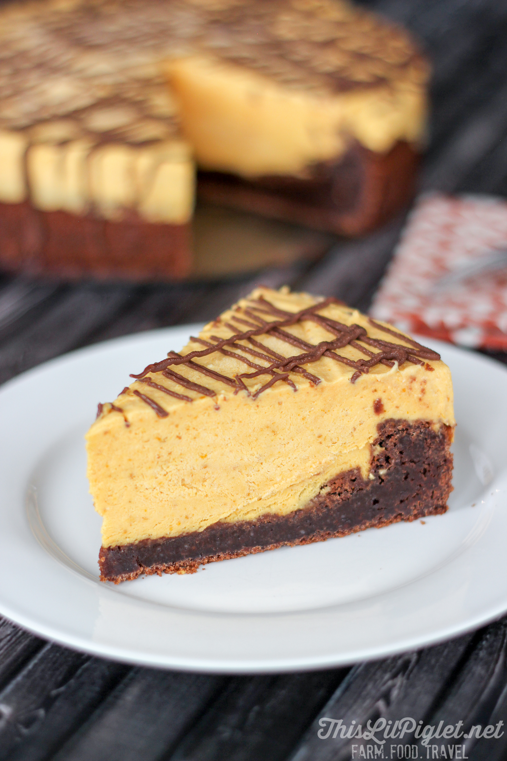 Brownie Pumpkin Cheesecake {No-Bake} // @thislilpiglet