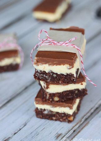 Nanaimo Bars - A Chocolate Holiday Treat // thislilpiglet.net