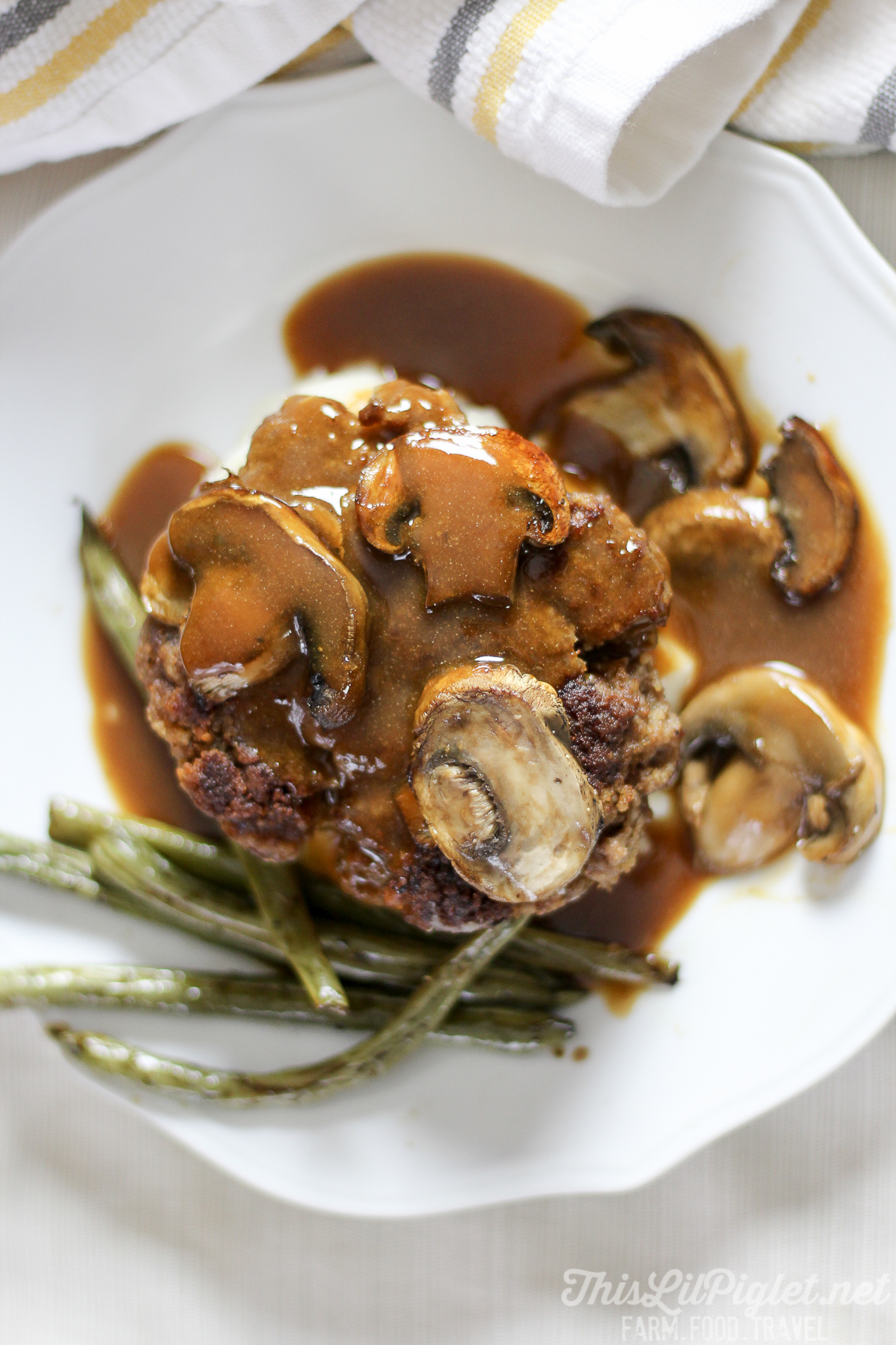 Easy Salisbury Steak with Mashed Potatoes and Green Beans // thislilpiglet.net