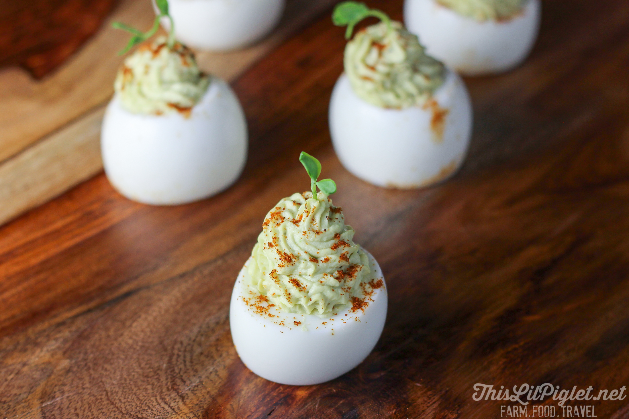 Avocado Devilled Eggs with Flavour // thislilpiglet.net
