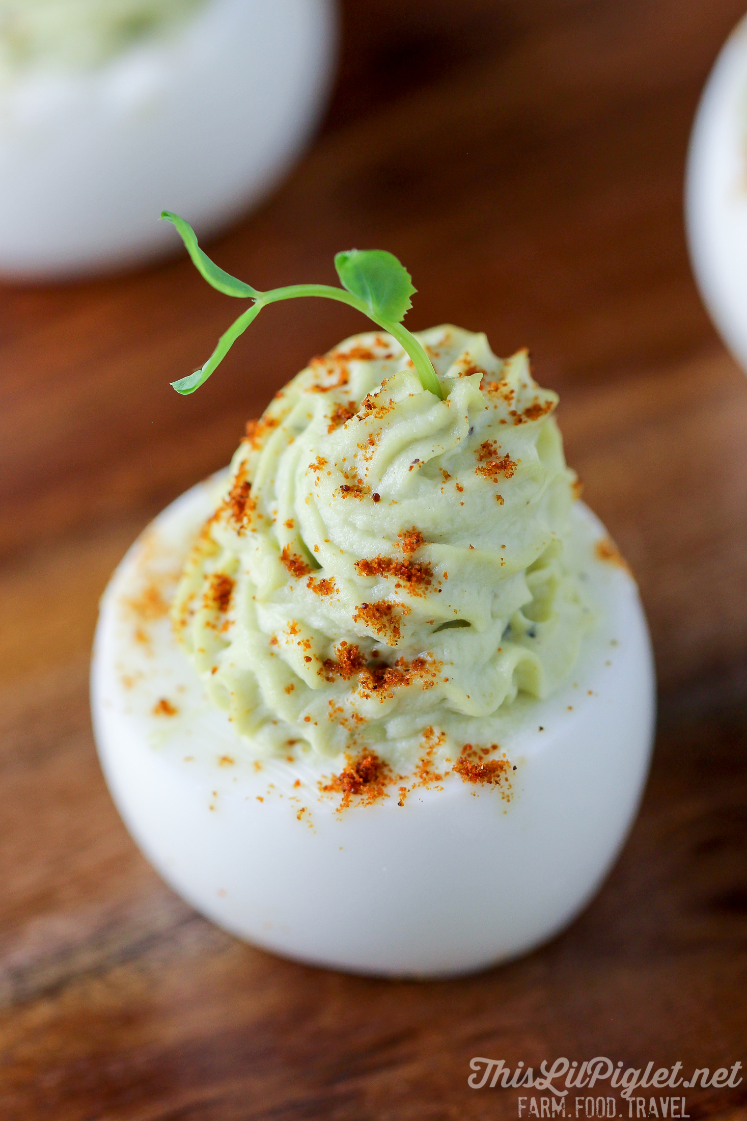 Avocado Devilled Eggs with Smoked Paprika // thislilpiglet.net