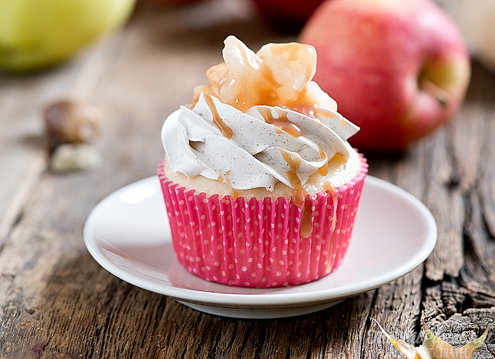 Apple Pie Cupcakes and Salted Caramel Drizzle // thislilpiglet.net