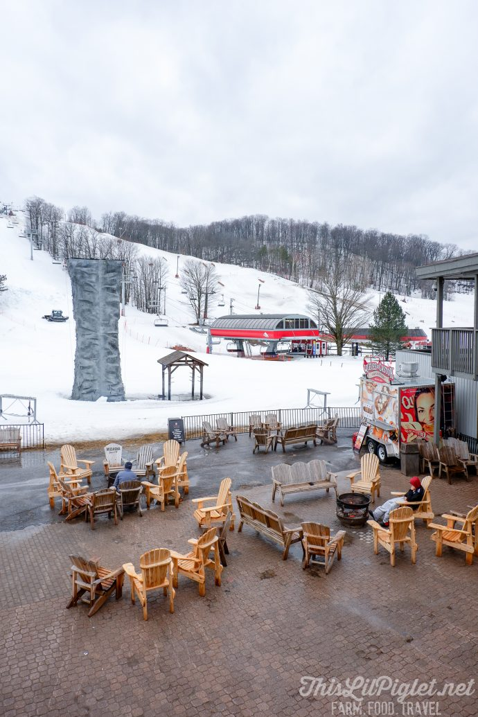 Winter Travel Bucket List: Where to Eat - Crazy Horse Bar and Grill at Horseshoe Resort // thislilpiglet.net