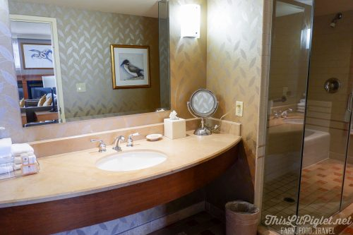 Winter Travel Bucket List: Where to Stay - Casino Rama Bathroom // thislilpiglet.net