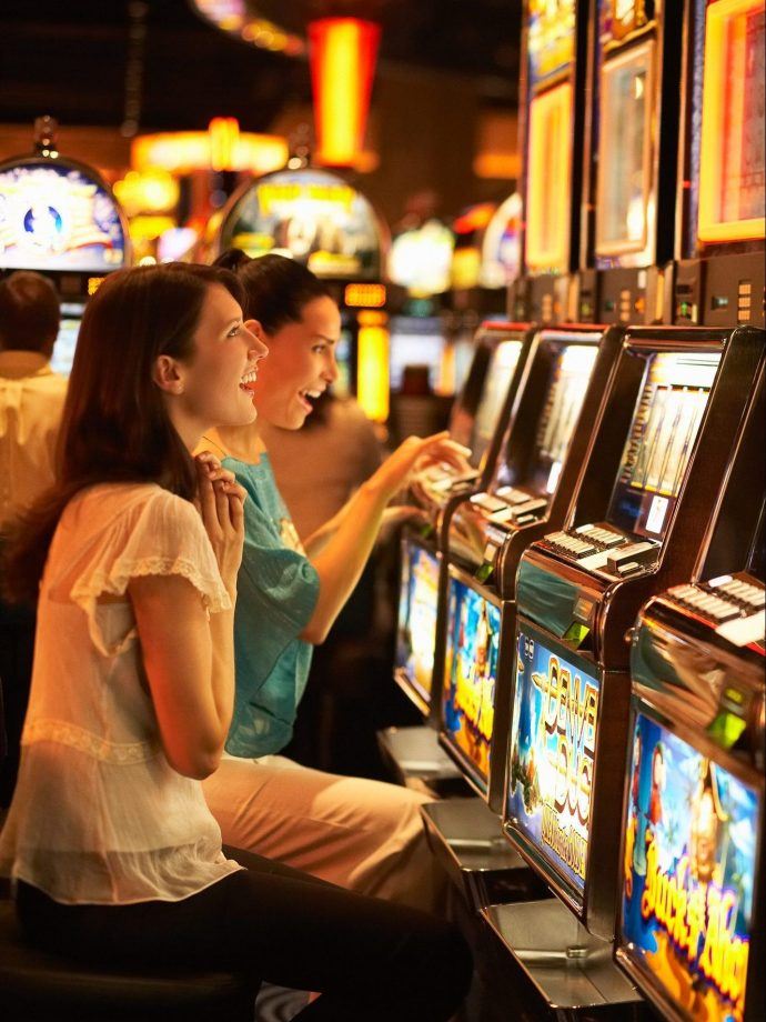 Winter Travel Bucket List: Where to Stay - Casino Rama Slot Machines // thislilpiglet.net