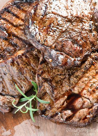 Tender and Delicious Grilled Marinated Steak // thislilpiglet.net