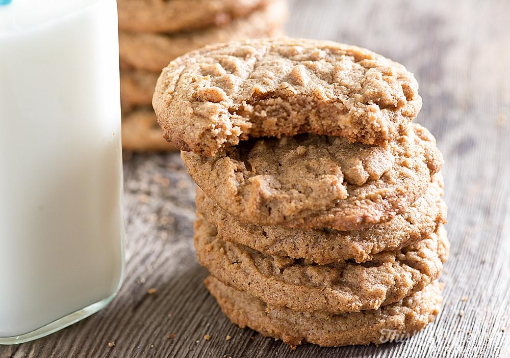 Easy Almond Cookies 4 Ingredients // thislilpiglet.net