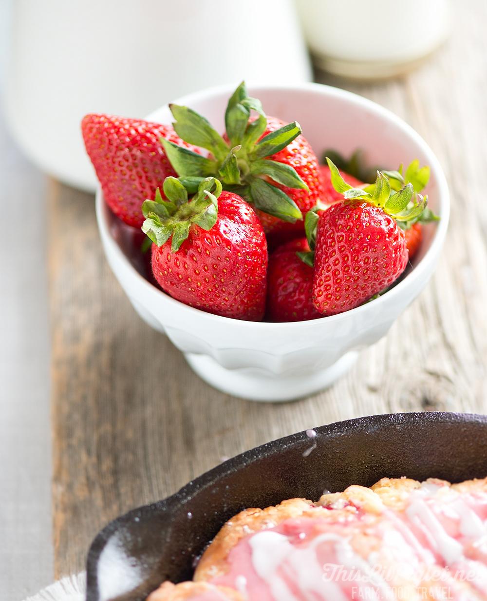 Strawberry Buttermilk Skillet Scones Fresh Strawberries // thislilpiglet.net