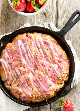 Strawberry Buttermilk Scones Skillet // thislilpiglet.net