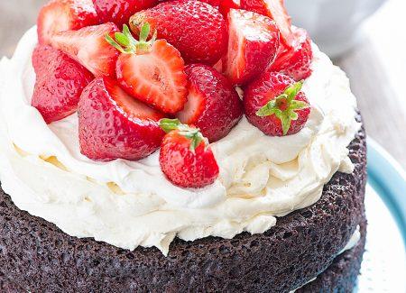 No Fuss Layered Berry Chocolate Cake // thislilpiglet.net