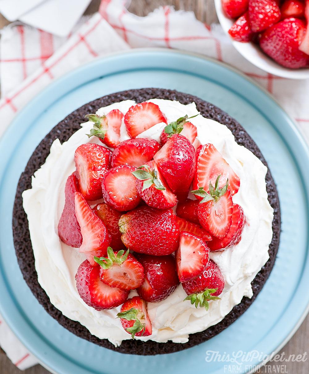 No Fuss Layered Berry Chocolate Cake: Berries // thislilpiglet.net