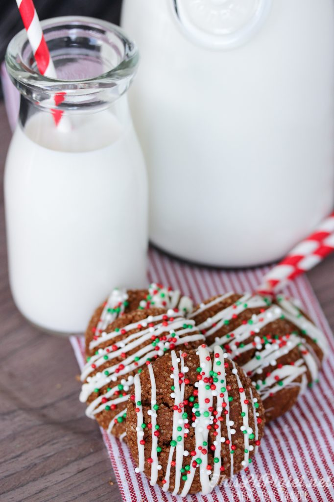 Chewy Gingersnap Cookies Delicious Christmas Cookies // thislilpiglet.net