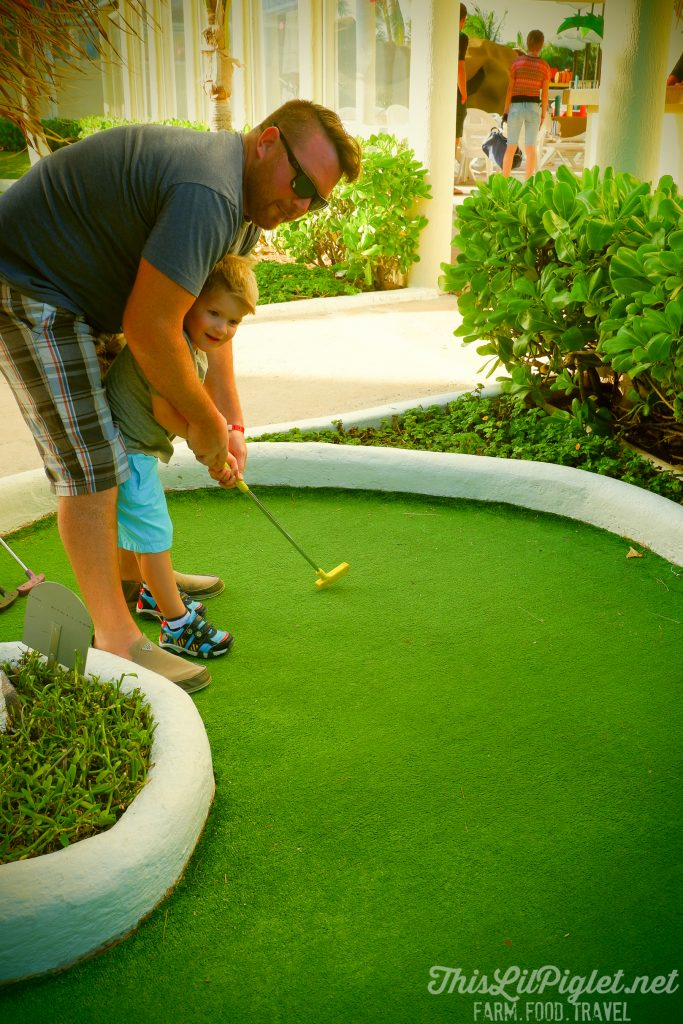 Family Vacations for All Ages at Cancun Paradise Club Resort: Things to Do - Mini Golf // thislilpiglet.net