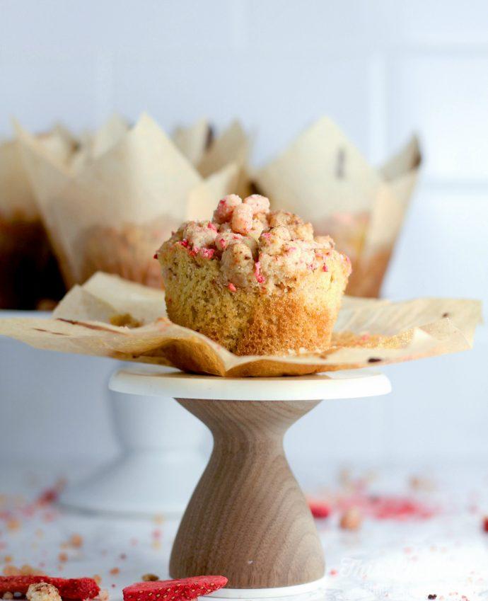 Strawberry Streusel Muffins // thislilpiglet.net