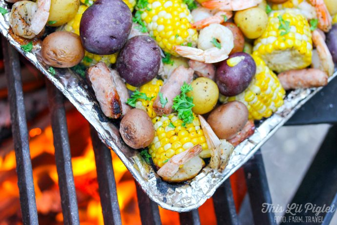 Campfire Shrimp Boil Foil Packs // thislilpiglet.net