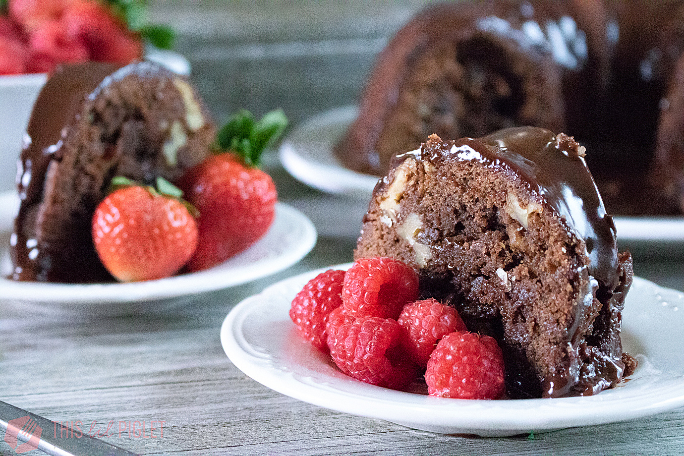 Chocolate Fudge Bundt Cake // thislilpiglet.net