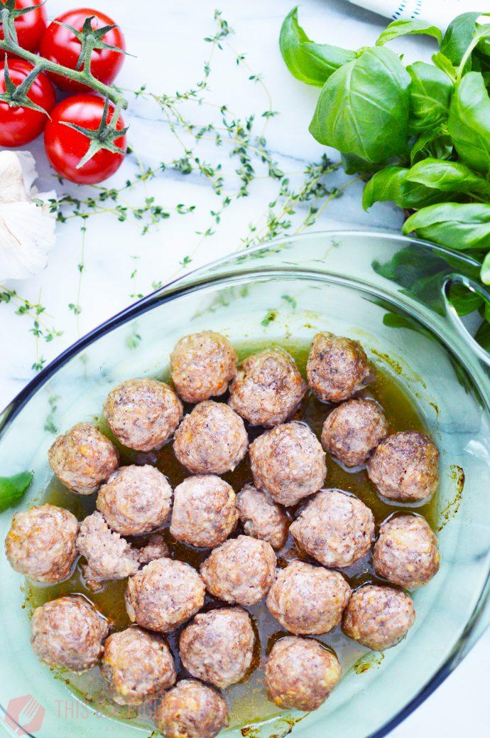 Cheesy Meatball Pasta Bake: Meatballs // thislilpiglet.net