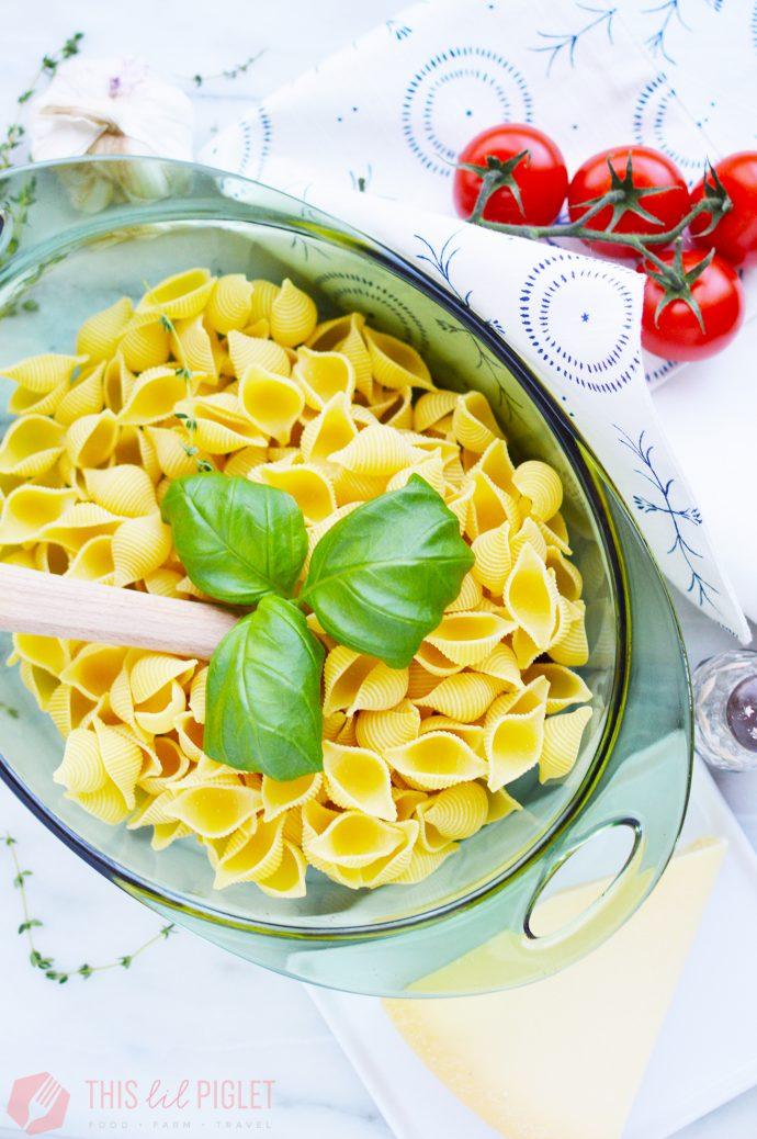 Cheesy Meatball Pasta Bake: Pasta // thislilpiglet.net